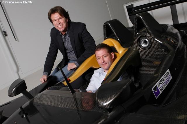 Peter van Merksteijn (l) contracteert Jos Verstappen voor Le Mans en LMS kampioenschap 2008 waar van Van Merksteijn Motorsport met een Porsche RS Spyder aan deelneemt.